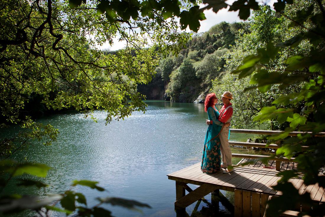 appleBimages-couple-by the lake-at-Cornish-Tipi-Weddings